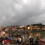 ベトナムホイアン夜街並み